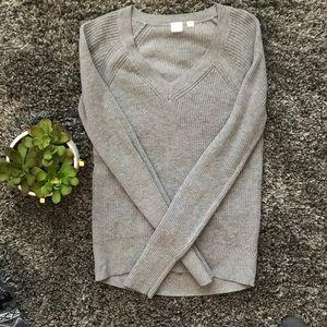 EUC GAP Gray V Neck Knit Ribbed Sweater